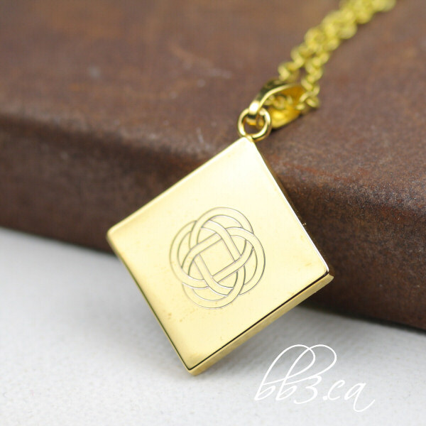 Celtic knot necklace in gold