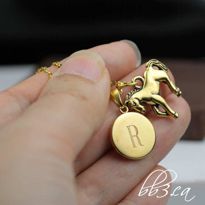 Horse lovers necklace from the animal/nature themed collection - now in gold