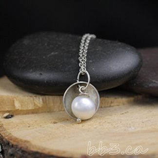 Necklace Pearl with Antiqued Silver Disks