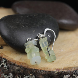 pale green serpentine chip earrings